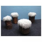 <p>Witte boomstamkrukjes</p> <p>v.a. € 12,50 p/s VERHUUR</p> <p>11 stuks / hout met bekleding</p>