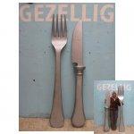 mes en vork <p>€ 65,00 VERHUUR</p> <p>2 onderdelen / 190 x 30 cm (lxb) / polystyreen</p>