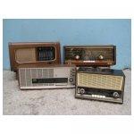 oude radio <p>€ 15,00 VERHUUR</p> <p>4 stuks / ongeveer 45 x 20 x 20 cm</p>